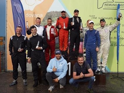 Vecmeistari Krūzmanis un Mežaks spīd autošosejas sacensībās Lietuvā