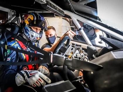 Johans Kristofersons un Kevins Hansens testē elektrisko RX2e automašīnu