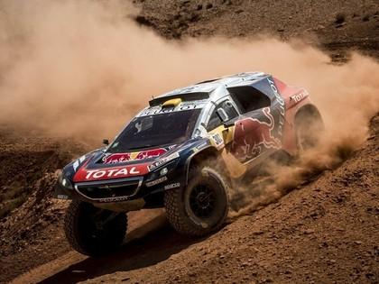 Lēbs cīnās ar kāpām; Sainss kļūst par jauno Dakaras rallija līderi