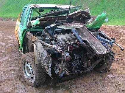 Folkreisā Brenguļos Berķis iznīcina tikko uzbūvēto 'VW Golf II'