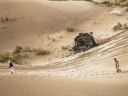 'Silk Way' rallijreidā Lēbam bargs sods, ķīniešu ekipāžai sadeg automašīna
