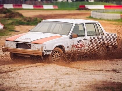 Ralfs Sirmacis pie Volvo stūres debitēs folkreisā