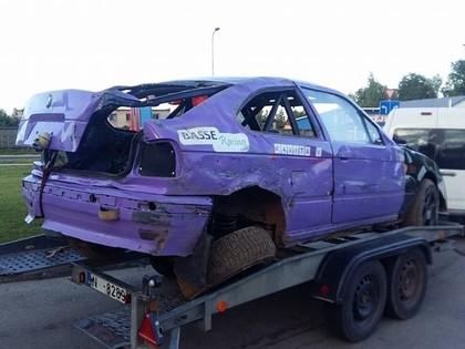 Kaspars Zuģickis Pilskalnu trasē uzmet vairākus kūleņus un iznīcina savu 'BMW'