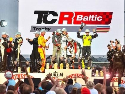 Nitišs ar komandas biedriem uzvar 1006 kilometru sacensībās TCR klasē