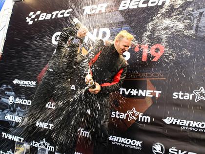 Latviešu sportisti ar panākumiem noslēdz Baltijas autošosejas sezonu Pērnavā