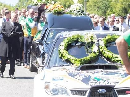 Traģiski bojā gājušo īru rallija braucēju pavada īpašā bēru ceremonijā