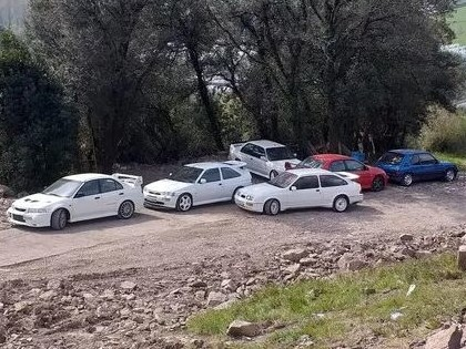 Policija nejauši atklāj lielu skaitu zagtu automašīnu, to vidū arī ar ralliju saistītus auto