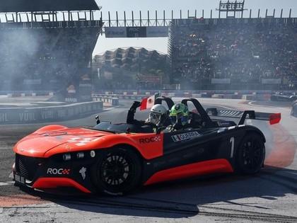 Rallija braucējs pārsteidz ar negaidītu uzvaru Čempionu sacīkstēs (VIDEO)