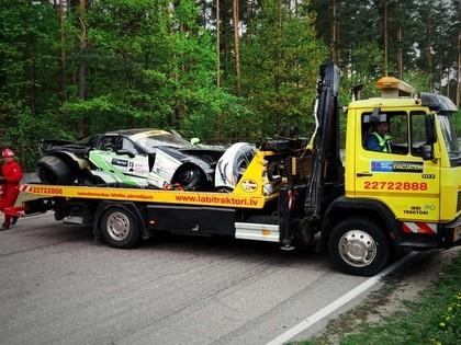 Somu sportists pēc avārijas Biķerniekos: Diemžēl automašīna ir iznīcināta (FOTO)