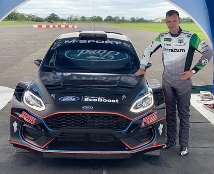 Jānis Baumanis aizvada testus ar jauno 'Ford Fiesta R5' un apmeklē M-Sport rūpnīcu