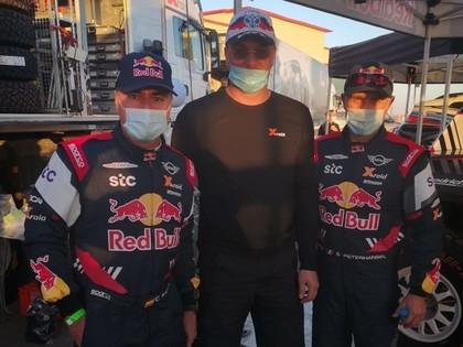 Artūrs Melnis Dakaras rallijā palīdz X-Raid rūpnīcas pilotiem Sainsam un Peteranselam