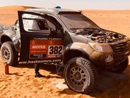 Sainss saglabā vadību Dakaras rallijā, lietuvietim Juškauskam aizdegas automašīna