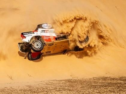 Sainss izmanto sīvāko konkurentu kļūdas un uzvar Dakaras rallija saīsinātajā 10.posmā