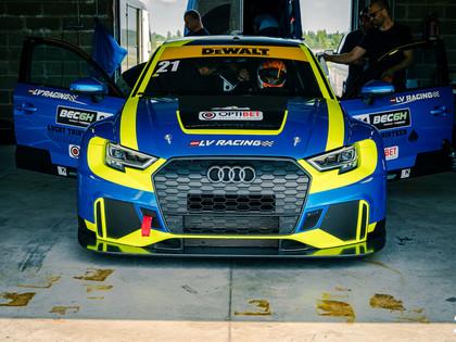 Valters Zviedris testē jauno Audi 'RS 3 LMS' un uzrāda iespaidīgu laiku (VIDEO)