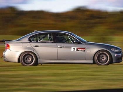Autošosejas jaunā 'BMW 325' klase uzņem apgriezienus