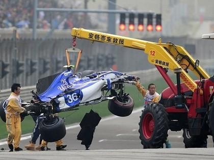 Ķīnas F1 uzvar Hamiltons, itāļu sportistam otro dienu pēc kārtas smaga avārija