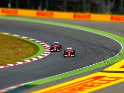 Formula 1 sezonas galvenais favorīts joprojām ir Hamiltons, nevis līderis Fetels