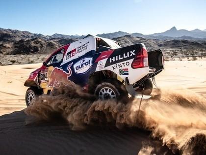 Dakaras rallijā vieglo automašīnu klasē līderu maiņa, Alonso piedzīvo neveiksmi