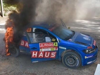 Portugāles WRC rallijā aizdegas divi 'Volkswagen Polo R5'
