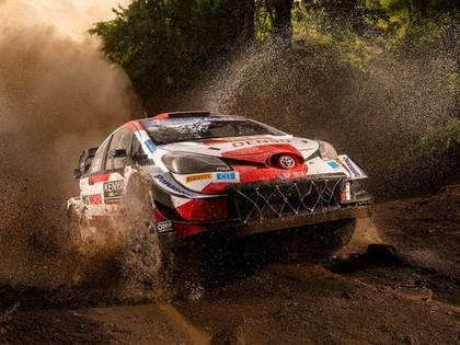 Sarežģītajā Kenijas WRC uzvar Ožjē, japāņu pilotam pirmais pjedestāls