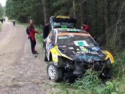 Debija ar jauno 'Škoda Fabia R5 evo' beidzas ar avāriju (VIDEO)