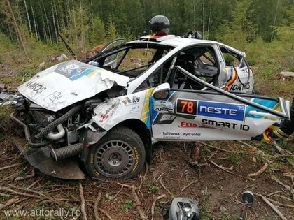 Rumāņu ekipāža Somijas WRC piedzīvo šaušalīgu avāriju (VIDEO)