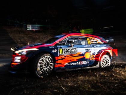 Pēc diviem nakts ātrumposmiem lidojošais Noivils kļūst par Montekarlo WRC rallija līderi
