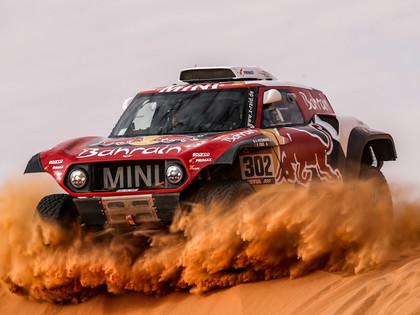 Dakaras rallijā vieglo automašīnu klasē pirmo no otrās vietas šķir tikai 24 sekundes