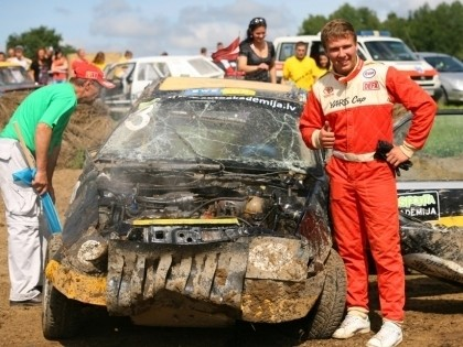 Upītim kūlenis un uzvara Vecpilī, Džeriņš iznīcina savu auto