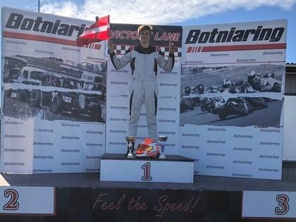 Valters Zviedris izcīna savu pirmo uzvaru autošosejas sacensībās
