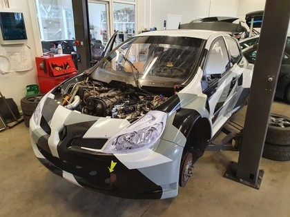 Svilis 'Mitsubishi EVO 8 RX' nomaina pret 'Renault Clio SuperCar' rallijkrosa automašīnu