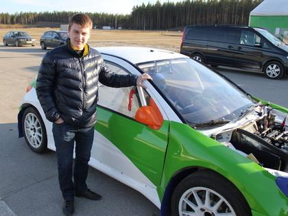 Jaunais latviešu rallijkrosa braucējs mērķē uz Ziemeļeiropas čempiontitulu