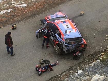 Ožjē pārņem vadību Montekarlo WRC, Tanaka ekipāža pēc avārijas paliks slimnīcā