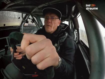 Ātruma Cilts video: Kambala cenšas savaldīt 700 zirgspēku jaudīgu drifta auto