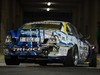 Eglīte Eiropas drifta vicečempions, Graudiņš pret betoniem iznīcina auto (FOTO)
