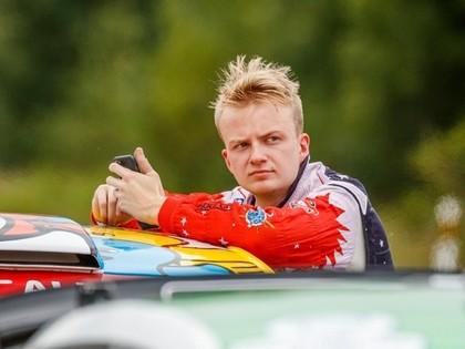 Igauņu rallija braucējs ar kampaņas palīdzību savāc līdzekļus, lai apmaksātu Ostberga sodu