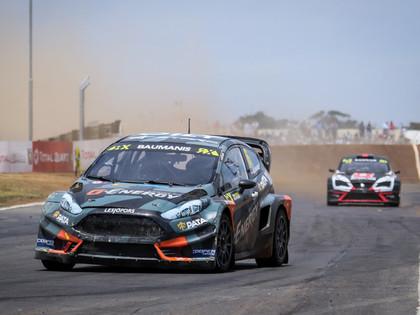 Baumanis Dienvidāfrikas RX posmā cīņu noslēdz pusfinālā, Grjazina konkurents kūleņo
