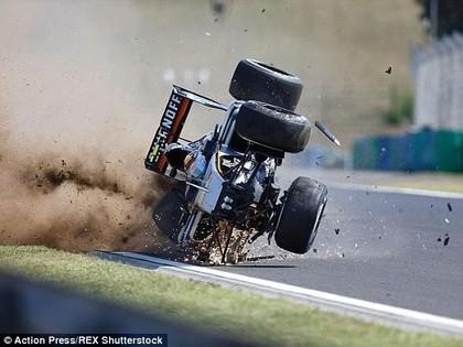 Perezs Ungārijas GP treniņā uzmet kūleni, Hamiltons nepārspējams (VIDEO)