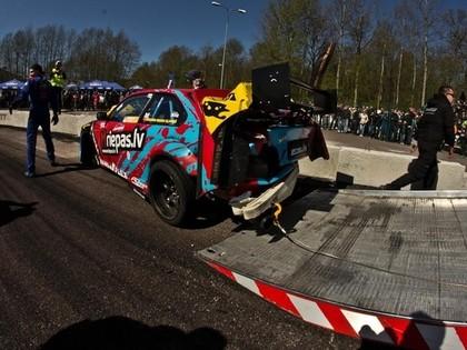 Regnārs Mozga – Kļaviņš sacensībās Igaunijā sasit auto; Ķezis finišē otrais (FOTO)