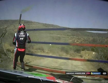 Meksikas WRC rallija organizatori aiztur līdzjutējus, kuri gribēja 'tikai pajokot'
